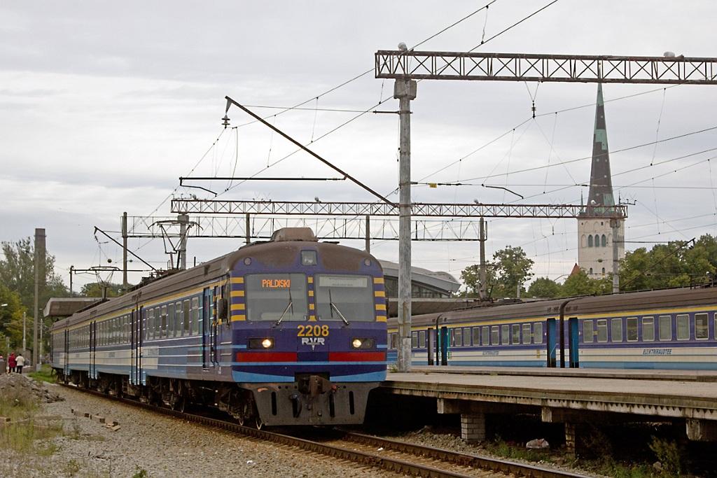 поезда на вокзале,