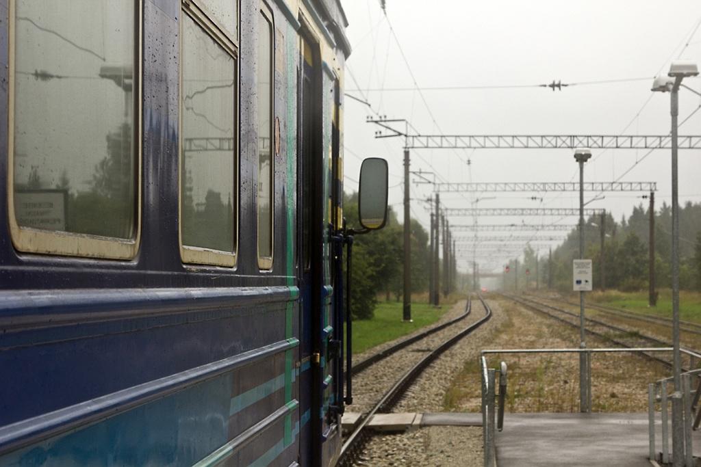 во время стоянки поезда,