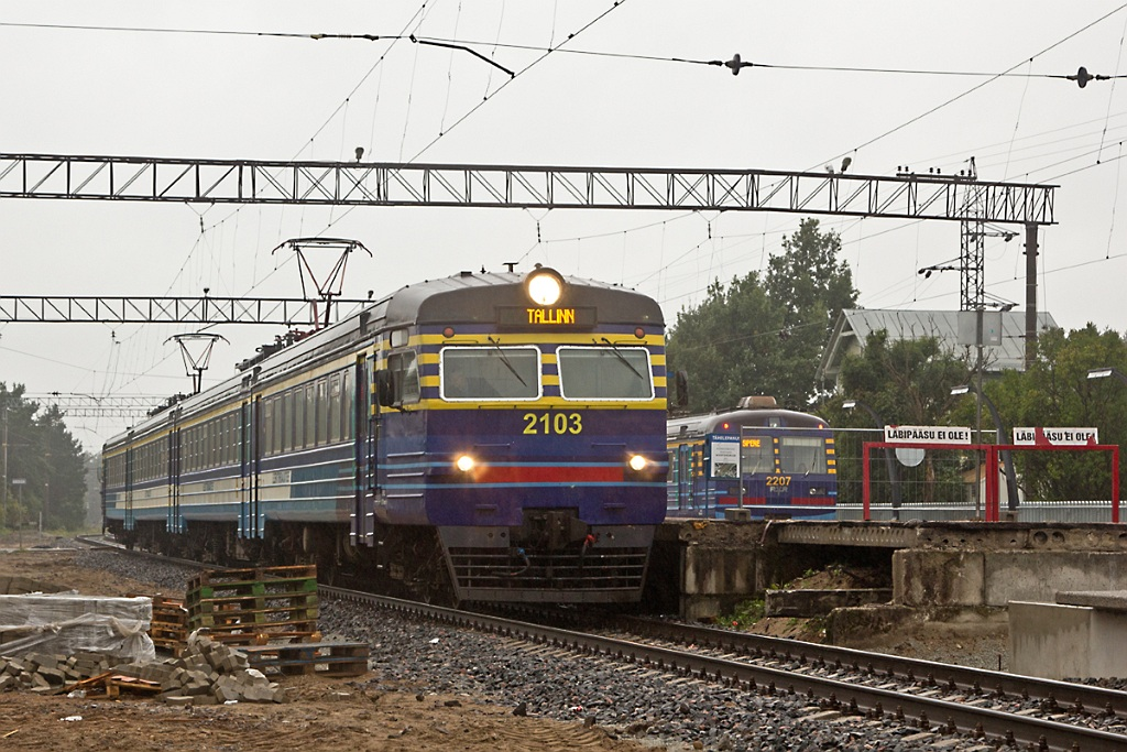 Головной вагон ET2R-2501